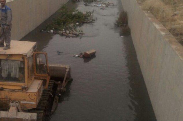 گزارش تصویری از لایروبی کانال های اب و رودخانه کرمانشاه توسط خدمات شهری شهرداری کرمانشاه