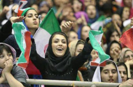 مراجع مجوز ورود زنان به استادیوم را مشروط به تفکیک جایگاه زنان و مردان کردند / عملکرد وزارت ورزش برای تحقق این آرزو دخیل است