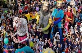 عروسک ها در کرمانشاه راهپیمایی می کنند