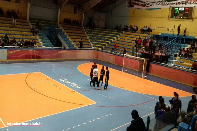 بازی تیم فوتسال شهرداری قزوین و شاهین کرمانشاه متوقف شد