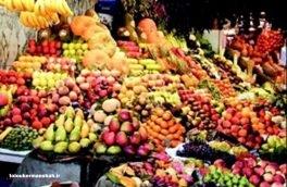 با توجه به کاهش قدرت خرید مردم قیمت میوه ها نیز رو به کاهش است