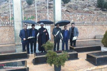 گلباران مزارشهدای گمنام پارک کوهستان توسط سرپرست و مدیران شهرداری کرمانشاه