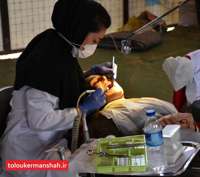 ارائه خدمات رایگان دندانپزشکی به بیش از ۶۰۰ نفر از اهالی مناطق زلزله زده ثلاث باباجانی