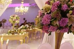 با برگزارکنندگان مراسمات عروسی در پارکینگ ها و خانه باغ ها برخورد می کنیم!