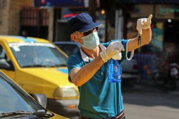 توزیع بروشور نکات بهداشت فردی در بین تاکسیداران کرمانشاه