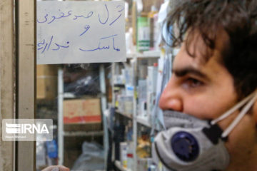 مردم همچنان در تکاپوی تهیه مواد ضدعفونی و ماسک