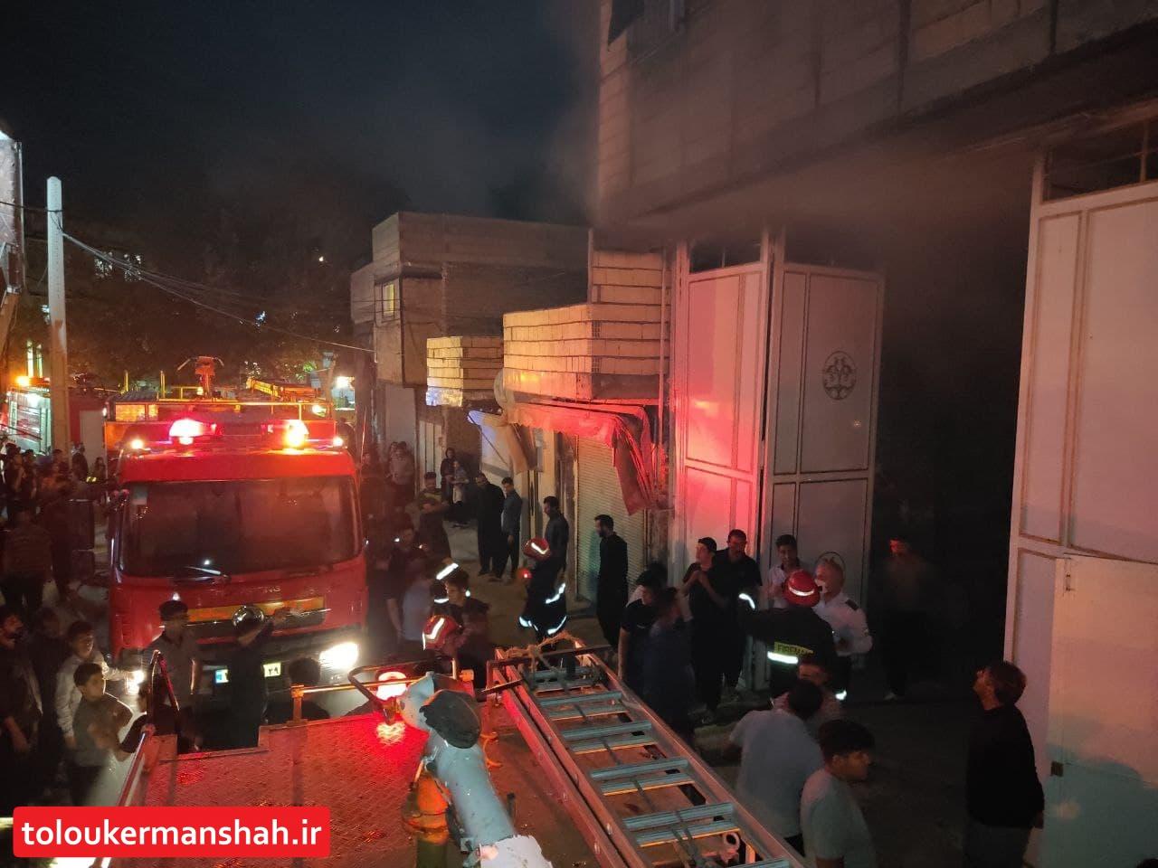 حریق منزل مسکونی در جعفرآباد کرمانشاه و نجات دو نفر از میان شعله های آتش